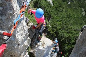 Klettersteig Traunstein : Familiengruppe im klettersteig auf die steinplatte deutscher